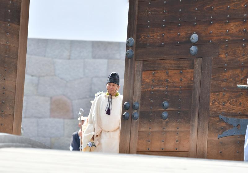 門が開かれ大御所徳川家康公のの登場です