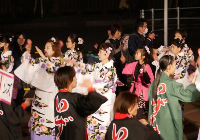 みんなで踊る夜桜乱舞